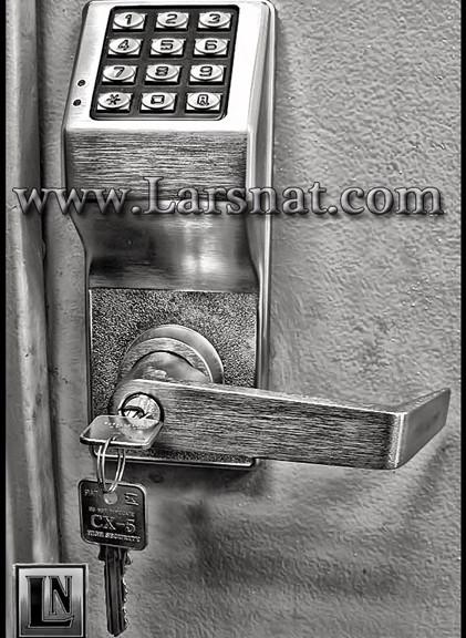 IMG 2143ab 421x576 Larsnat Safe & Lock